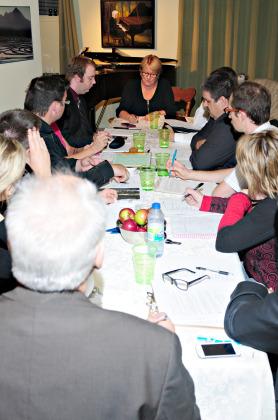 Carole Lavallée en réunion avec ses candidats. Quand on lui demande quelle est la plus grande force de son équipe, elle répond « le changement ». Photo: gracieuseté
