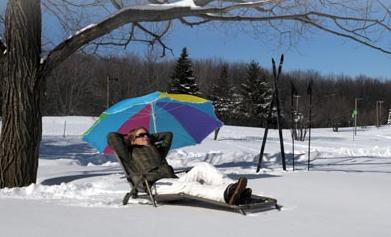 Photo: Ville de Longueuil-Parc Michel-Chartrand. Vous préférez faire du sport à l'extérieur, mais vous êtes frileux l'hiver venu? Pas d'excuses, le fait de bouger gardera votre corps au chaud sans problème.