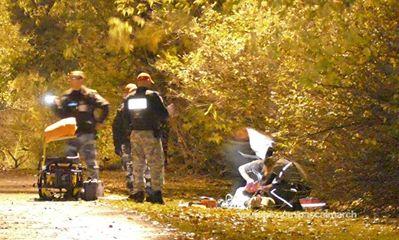 Photo et vidéo: Pascal Marchand (https://www.facebook.com/pascalmarch) Jenique Dalcourt, 23 ans, a été sauvagement assassinée à coups de barres de fer le soir du 21 octobre, sur une piste cyclable du Vieux-Longueuil.