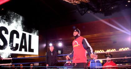 Photo: Martin Rivest - Jean Pascal s'est entraîné devant public à la Cage aux sports de Boucherville, mercredi, en vue du gala de boxe du 6 décembre au Centre Bell, lors duquel il affrontera l'argentin Roberto Bolonti.