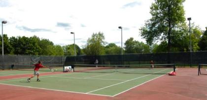 La saison du tennis extérieur ouvre vendredi à Saint-Lambert.