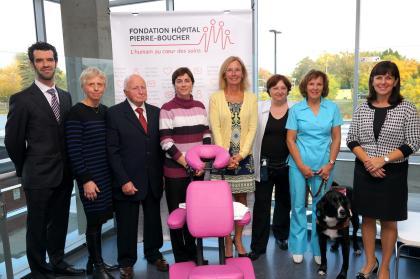 Dr Alexis-Simon Cloutier, chirurgien en oncologie; Michèle Lacombe, pharmacienne; Fernand Lacombe, donateur pour la massothérapie en oncologie à l'Hôpital Pierre-Boucher; Josée Nardella, fondatrice du Fonds Josée Nardella; Lyne Rowley, directrice générale de la Fondation Hôpital Pierre-Boucher; Michelle Parent, massothérapeute en oncologie; Lyse Veilleux, massothérapeute en oncologie et Pascale Larocque, directrice générale adjointe programme santé physique et directrice des soins infirmiers.