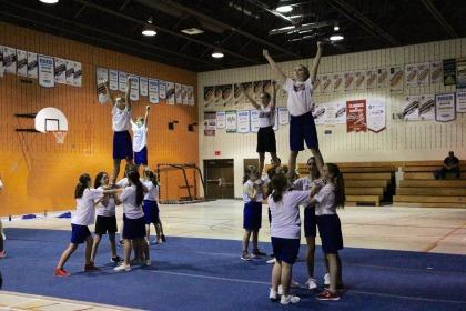 Plus de 160 étudiants-athlètes du RSEQ Montérégie ont participé à la formation de cheerleading offerte par les Carabins de l'Universitéde Montréaal.