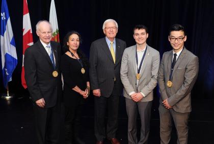 (de gauche à droite) : Bertrand Roy, lauréat, Yvonne Barreau-Fein, lauréate, Paul Leduc, maire de Brossard, Maxime Desharnais, lauréat, et Olivier Diec, lauréat. Absent de la photo : Yvon Pedneault, lauréat.