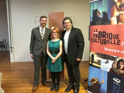 Le député Xavier Barsalou-Duval, la finaliste Andréanne St-Louis, et le président du CMCC, le comédien Sylvain Massé.