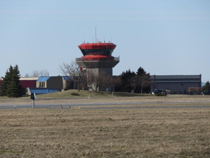 L'agglomération de Longueuil demande au ministre Coiteux de se prononcer sur la municipalisation de l'aéroport.