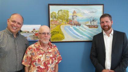 Le député provincial, Stéphane Bergeron, l'artiste Michel Lepage et le député fédéral Xavier Barsalou-Duval.