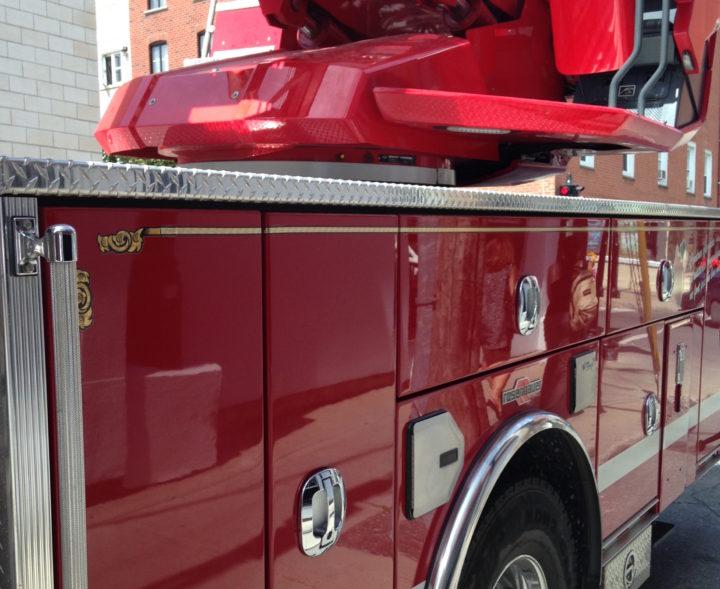 Les pompiers de Longueuil sont intervenus sur les lieux d'incendie d'une vieille église.