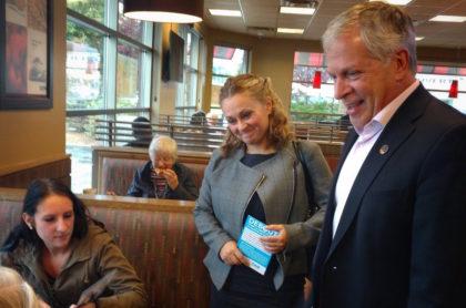 La candidate de la CAQ, Julie Chapdelaine et le député de Lévis, François Paradis.