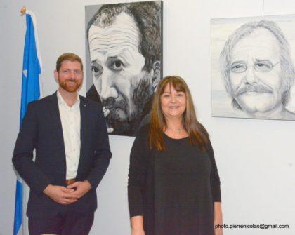 L'artiste Lorraine Dubuc en compagnie du député Xavier Barsalou-Duval