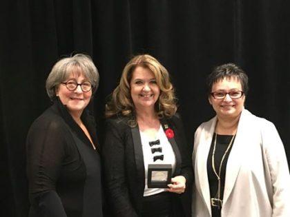 La mairesse de Sainte-Julie, Suzanne Roy, a reçu le prix Distinction Santé durable de l'Association pour la santé publique du Québec.
